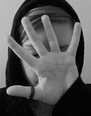 Livets Åbne Hånd – Digt af Nanna Lundgaard Arbøl