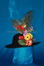 1755. Шляпка с цветами