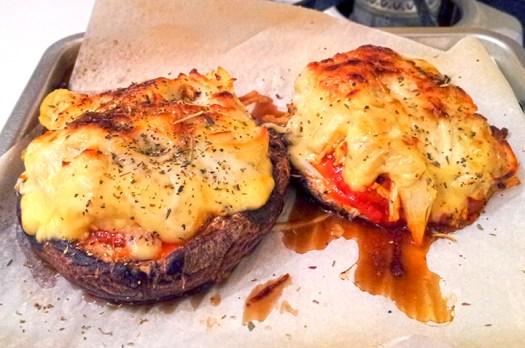 Chicken, Artichoke & Gouda Portobello Mushroom Pizzas | DiningatMyDesk.com