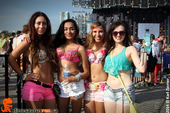Dinosaurus-rex-digital-dreams-2014-toronto-edm-0174-raver-girls
