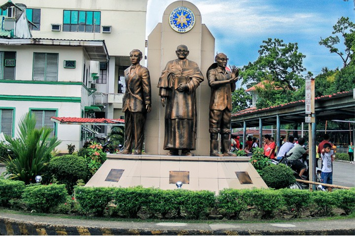 Three Prominent Pioneers Statue