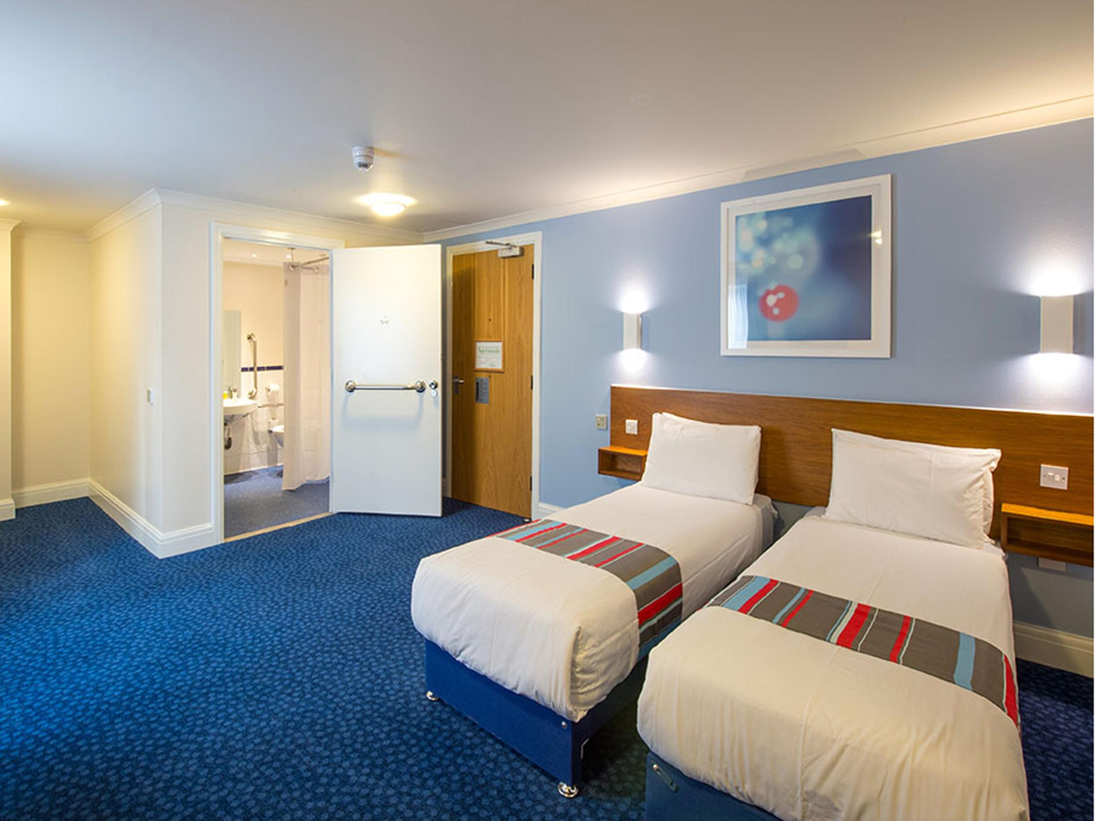Hotel Bedroom Sizes Uk Accessible Accommodations In Uk Wheelchair Accessible