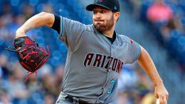 Arizona Diamondbacks starting pitcher Robbie Ray delivers in the first inning of a baseball game against the Pittsburgh Pirates in Pittsburgh, Tuesday, May 30, 2017. (AP)