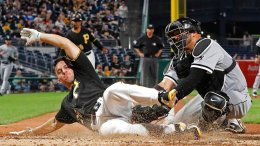 Pittsburgh Pirates' Adam Frazier (left) beats the tag by Chicago White Sox catcher Welington Castillo to score from first on a double off the center field wall by Pittsburgh Pirates' Gregory Polanco during the sixth inning of a baseball game in Pittsburgh, Tuesday, May 15, 2018. (AP)