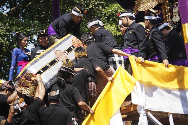 royal funeral ubud bali