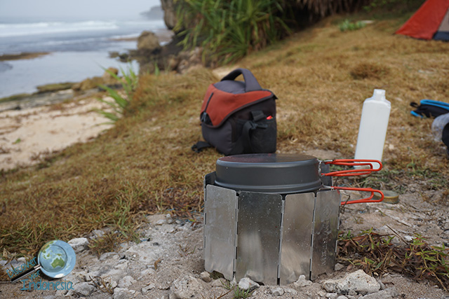 camping happy times beach pacitan indonesia