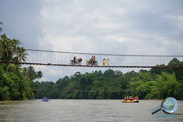 musi river wooden bridge