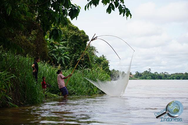 people around musi river