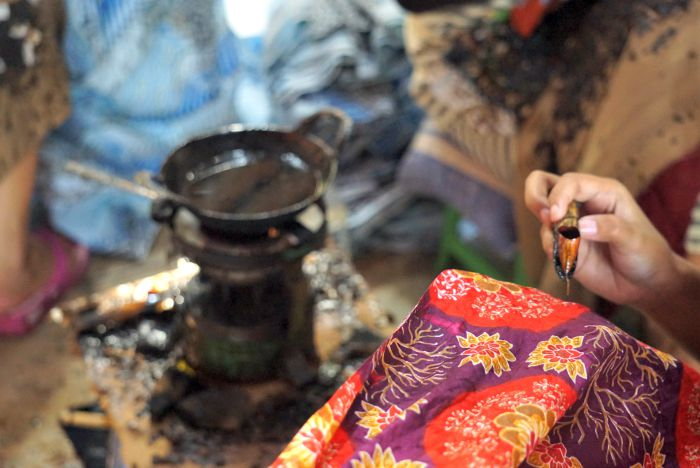 learn how to make batik in surakarta
