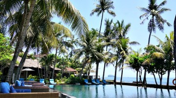 pool of beach front resort Nirwana Candidasa