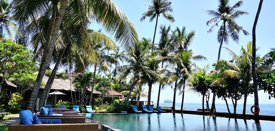 pool of beach front resort Nirwana Candidasa