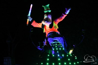 Goofy in Disneyland's Paint the Night Parade.
