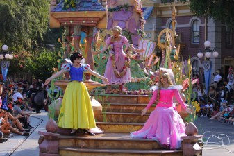 Snow White, Rapunzel, and Aurora in Mickey's Soundsational Parade.