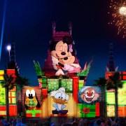 Disney World's New Holiday Nighttime Show at Hollywood Studios (and Santa Meet and Greet)