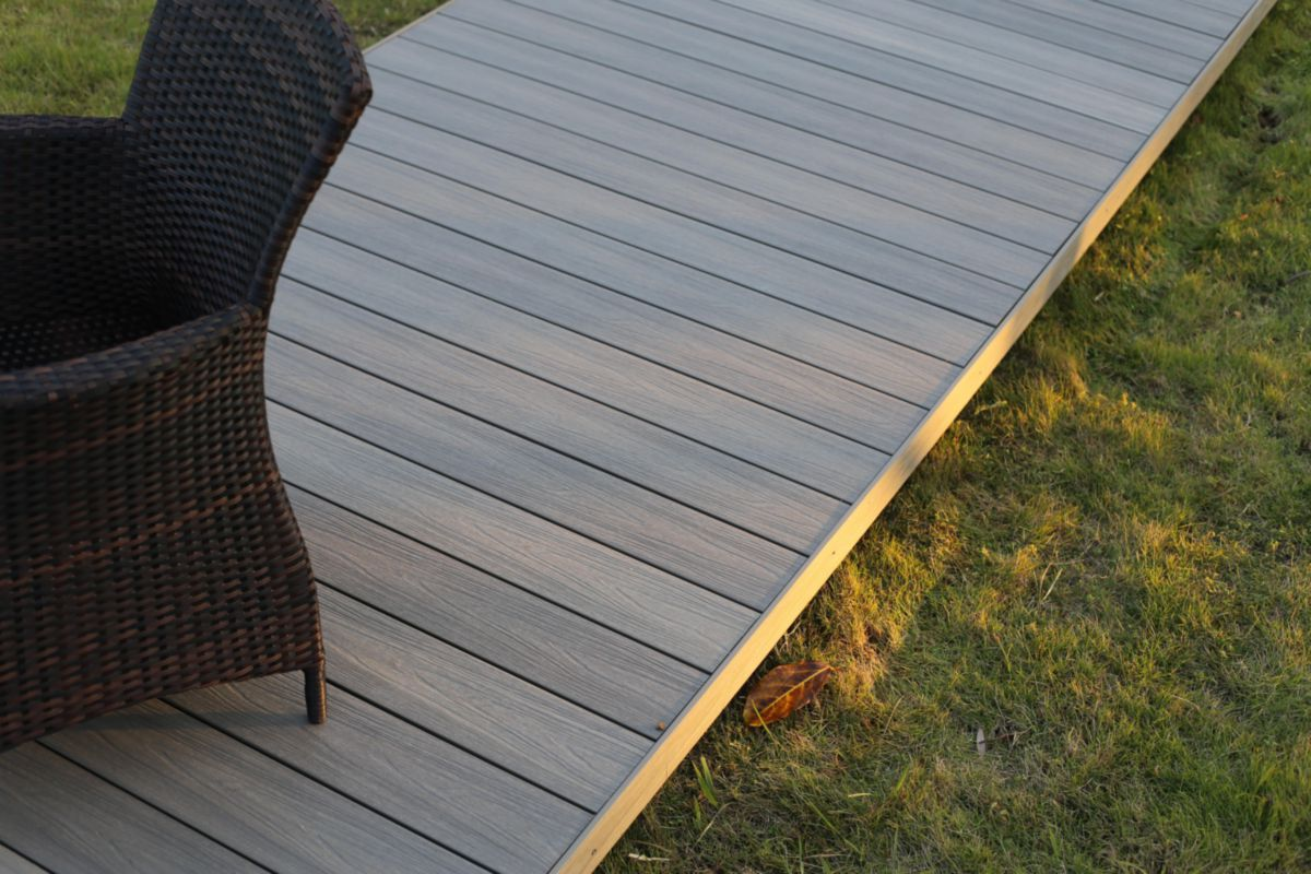 Photos Terrasse Bois Lame De Terrasse Bois Composite Co Extrudé Patio Taupe L 3 60 M 22 5x145 Mm
