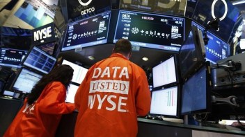Investors give cloud stock valuations a reality check