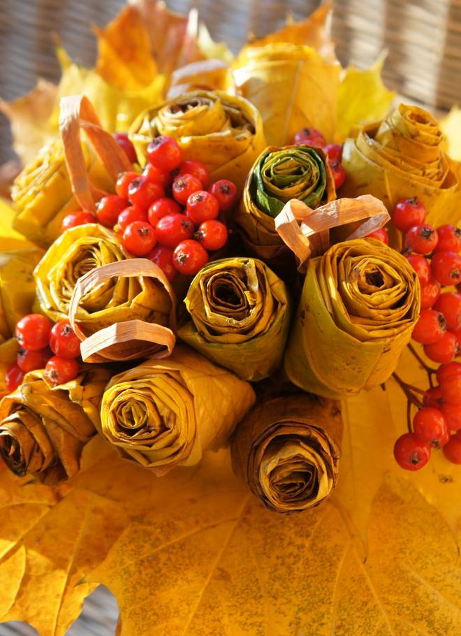Fall Flowers And Pumpkins Wallpaper Fall Leaf Crafts How To Make Rose Bouquet From Maple Leaves