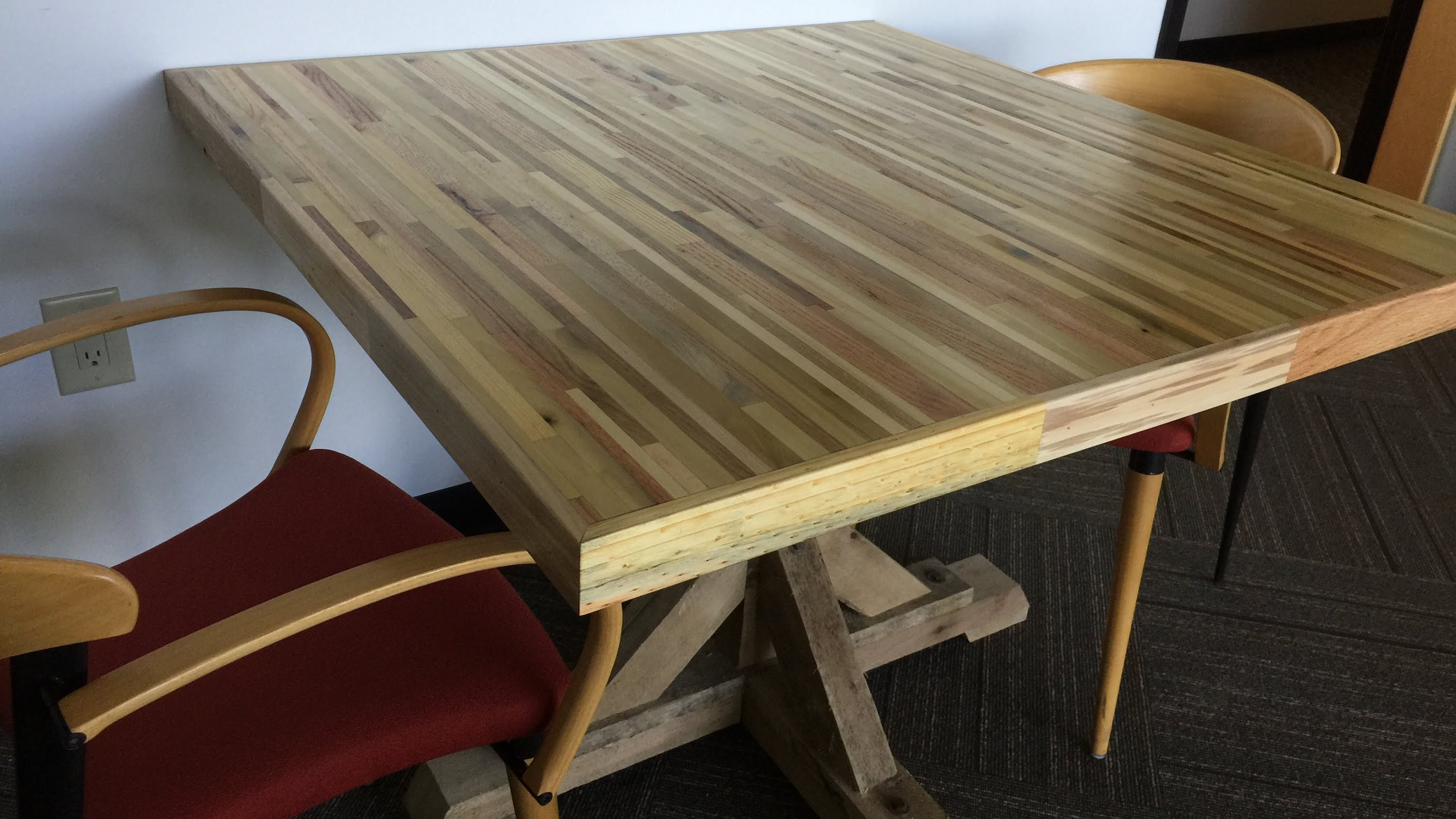 Diy Table With Pallets Office Meeting Table From Pallets Pallet Up Cycle Challenge 2015