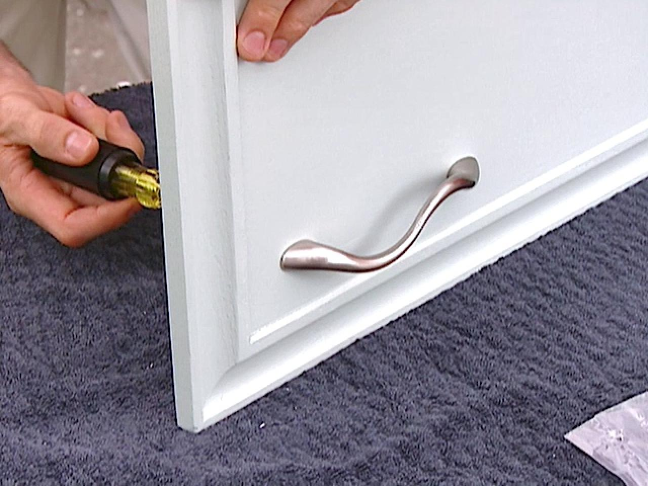 Quickest Way To Paint Kitchen Cabinets How To Paint Old Kitchen Cabinets How Tos Diy