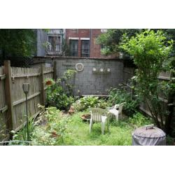 Stylish Messy Space Small Big Designs Diy Small Landscaped Backyards