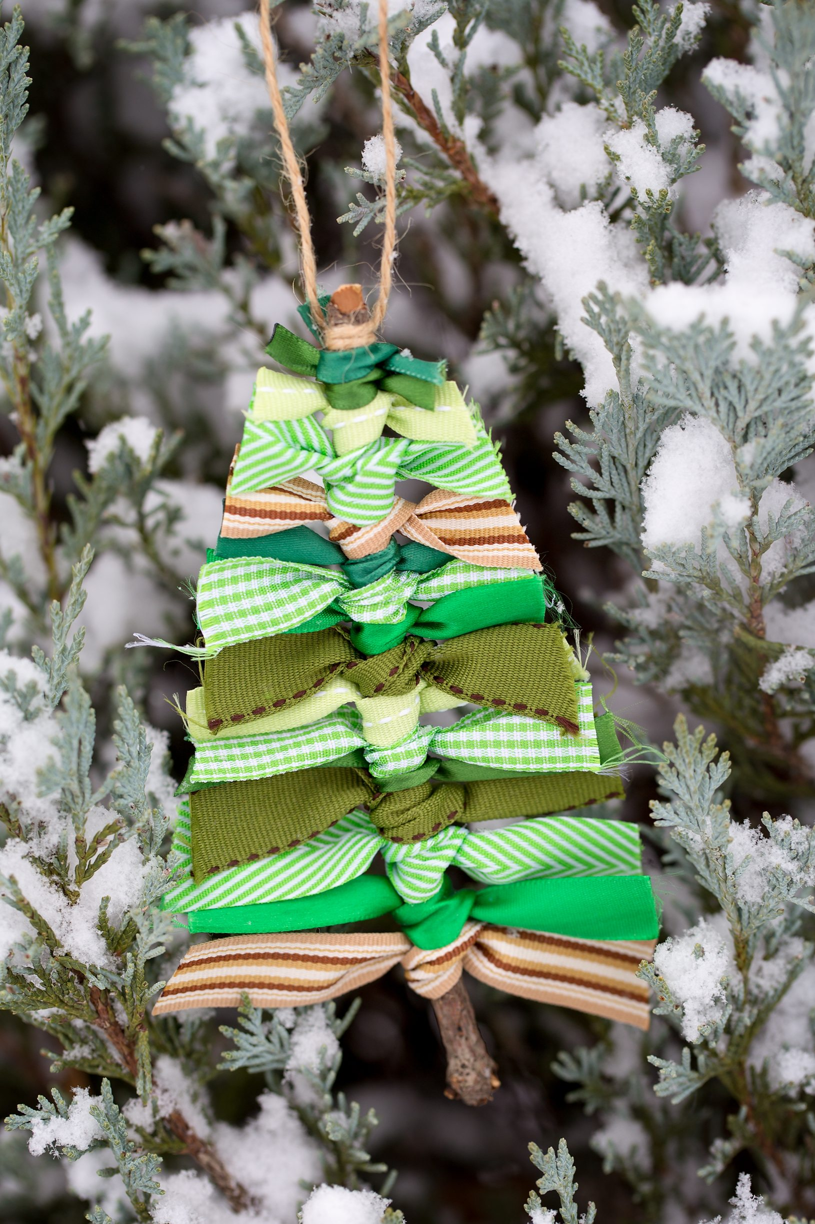 14 Christmas Decorations You Can Make With Things You Have