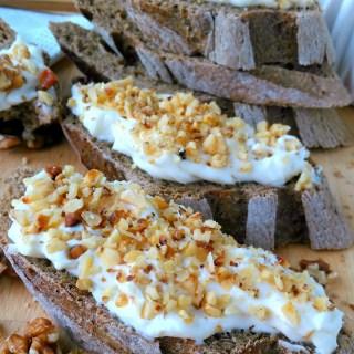 Honey_walnut_cream_cheese_diybites
