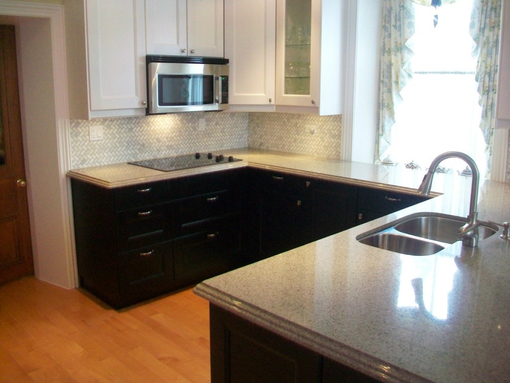 Black Base Cabinets White Upper Cabinets Modern Small White Kitchens Decoration Ideas