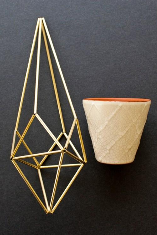 Learn how to make a DIY geometric himmli plant hanger