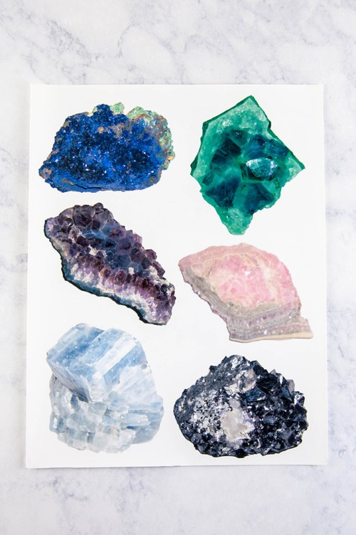 Make this DIY mineral chart tote bag with free printable images.