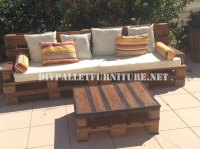 Outdoor sofa and table made with palletsDIY Pallet ...