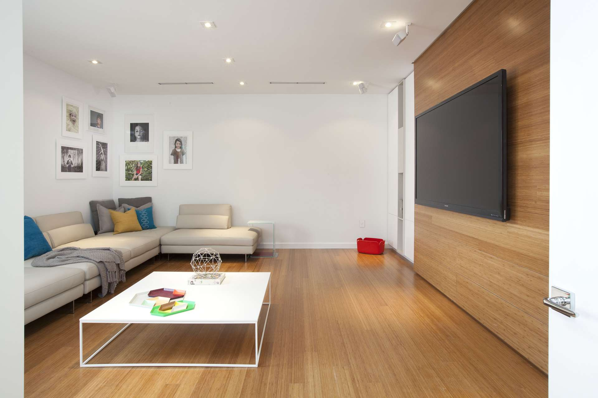 Modern Flat Bed Detailed Minimalism By Dkor Interiors Minimalist