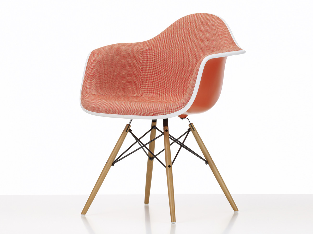 Vitra Eames Plastic Side Chair Buy The Vitra Upholstered Daw Eames Plastic Armchair At