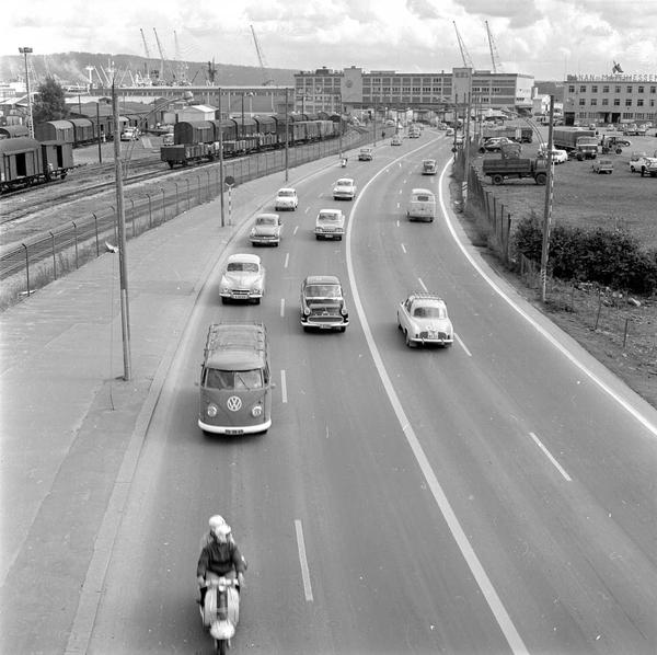 Vei Biler Trafikk Jernbanelinje Togsett Lagerbygninger Oslo Museum Digitaltmuseum