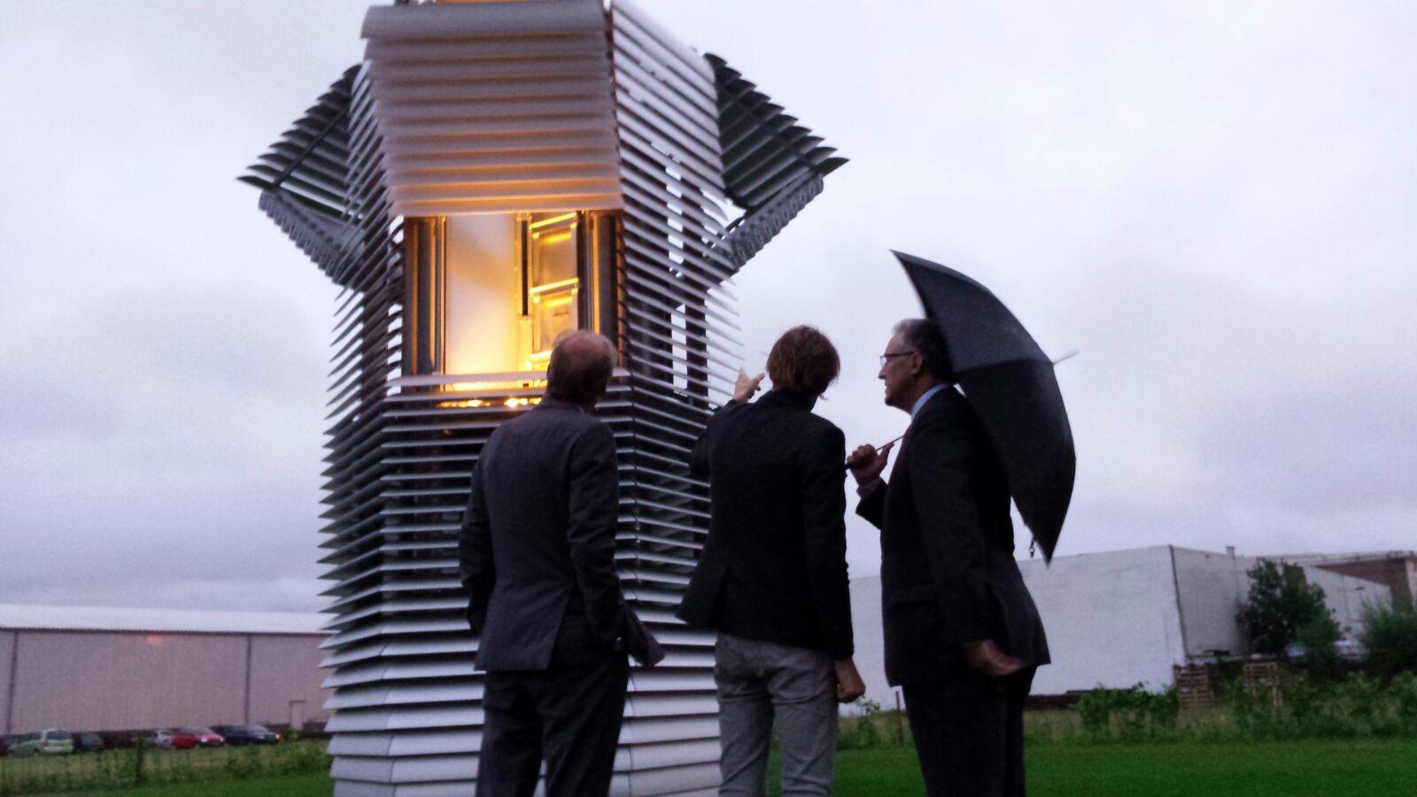 aboutaleb_and_daan_roosegaarde_opening_smog_free_tower_rotterdam