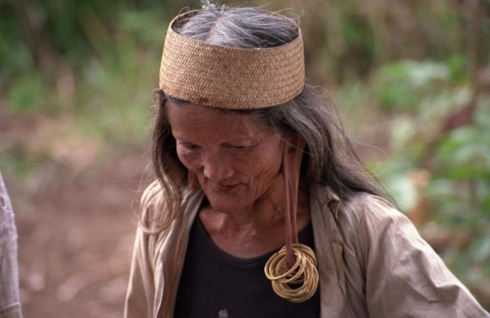 Woman in Long Ampung, Borneo taken by Elizabeth Atalay