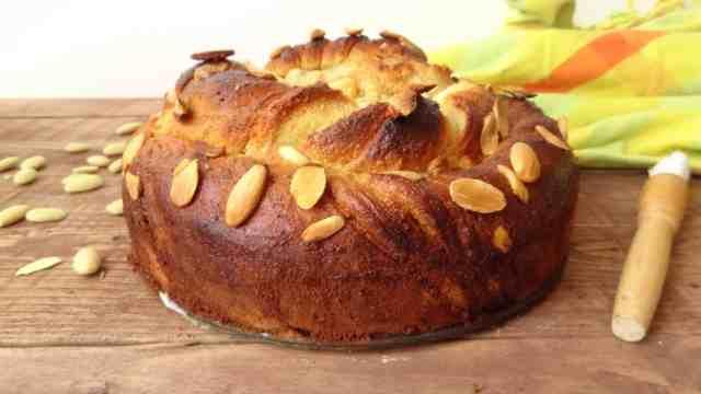 vanilla almond bread twist