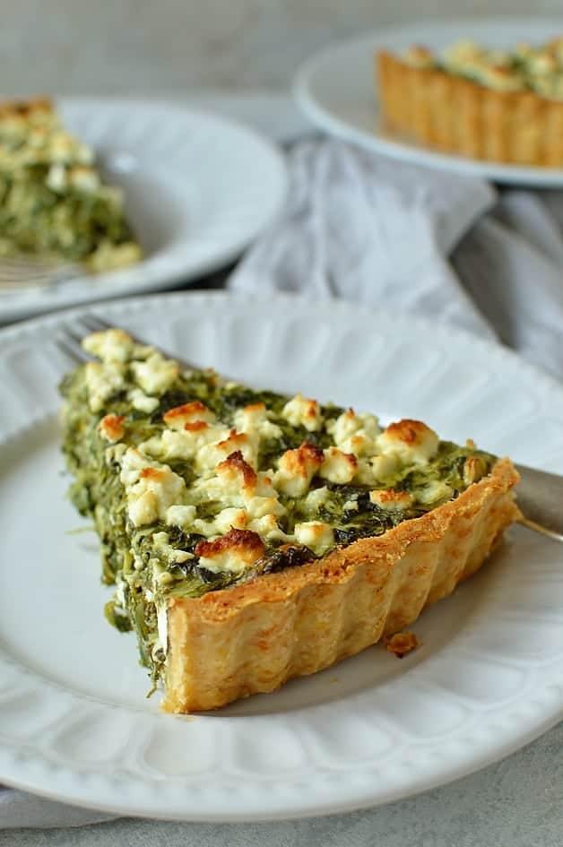 Spinach, ricotta and feta cheese quiche (Greek spanakopita tart)