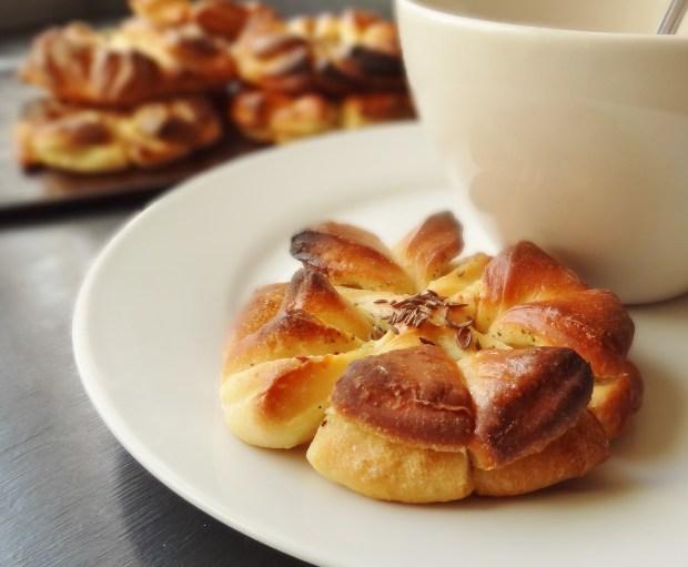 garlic butter clover buns