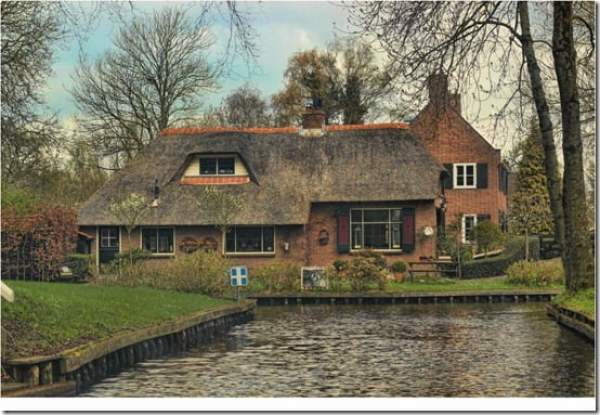 Giethoorn-the-Venice-of-Netherlands-01_thumb
