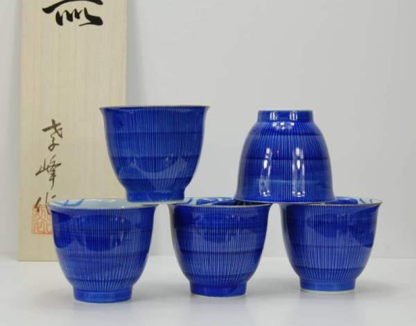 japanese-arita-porcelain-tea-cups