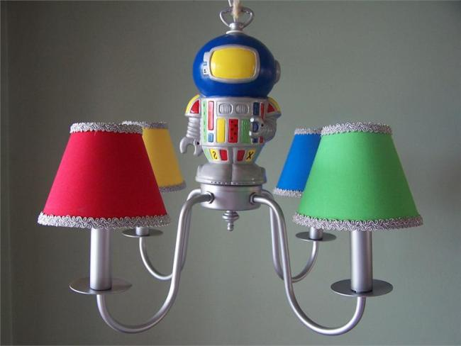 space-robot-chandelier-800x600