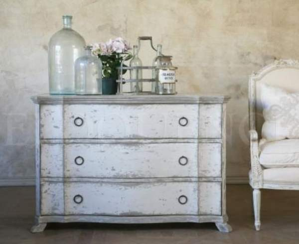 adorable-white-washed-furniture-pieces-for-shabby-chic-decor-3