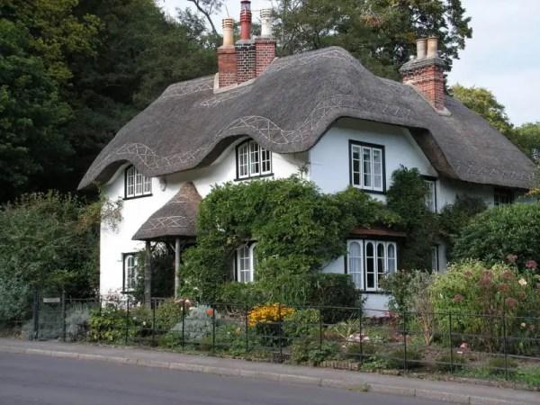 english cottage Wallpaper__yvt2