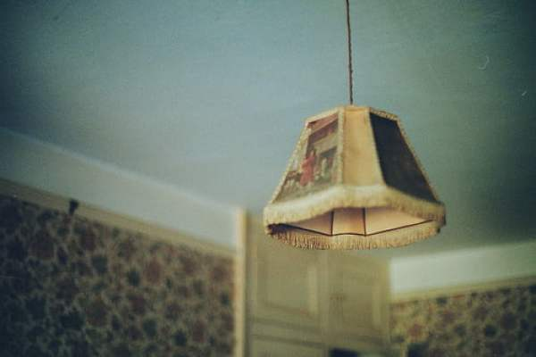 floral-interior-lamp-shabby-chic-vintage-wallpaper-Favim.com-78843