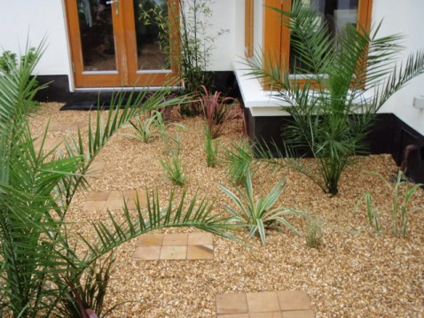 pebble-and-paving-small-gardens