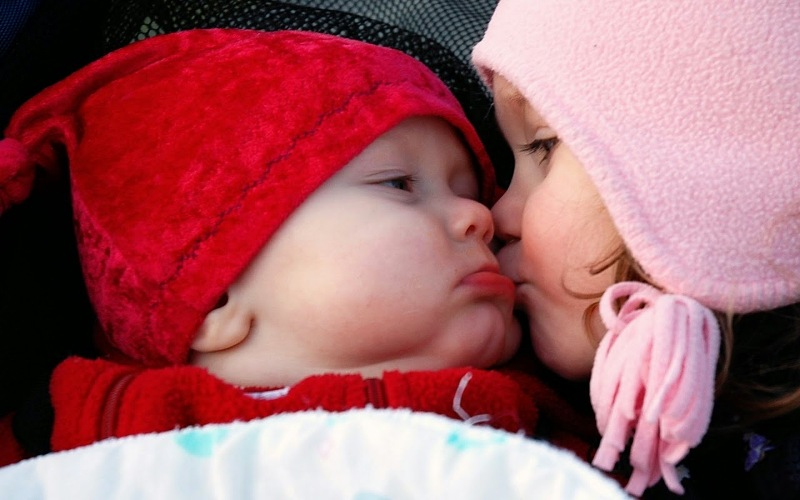 baby kissing pictures funny