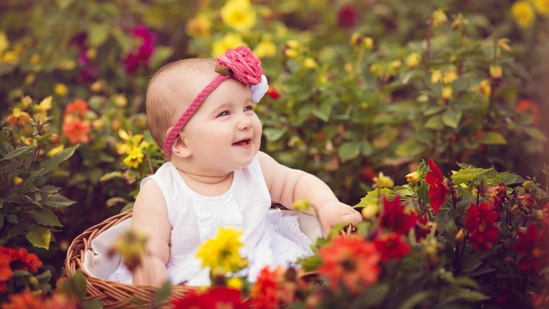 lovely cute baby pics with flowers
