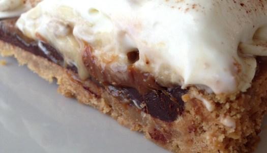 Demorou mas chegou! Torta de Banana com ganache de chocolate, doce de leite e outras coisinhas