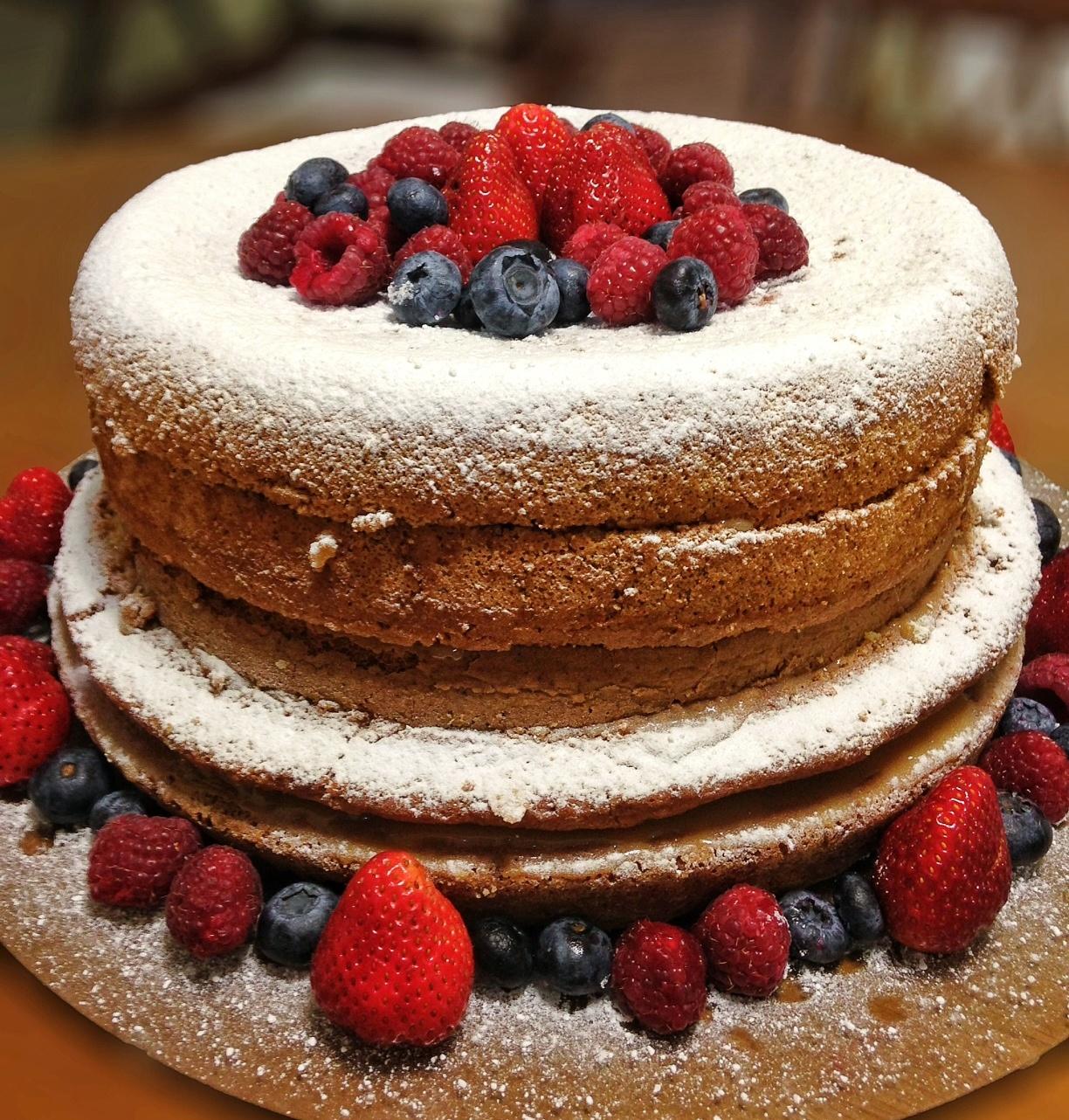 Aprenda a preparar um bolo de naked cake de leite ninho