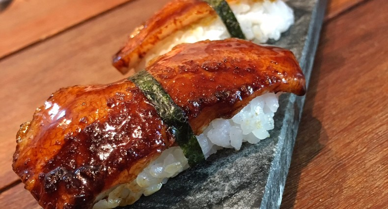 Sushi de enguia